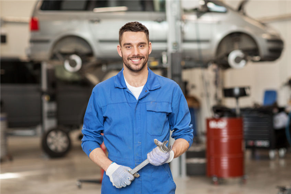 Pros & Cons of Using Social Media to Promote Your Automotive Center